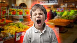 křičící dítě v obchoďáku